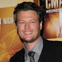 Blake Shelton Logs the Miles this Summer